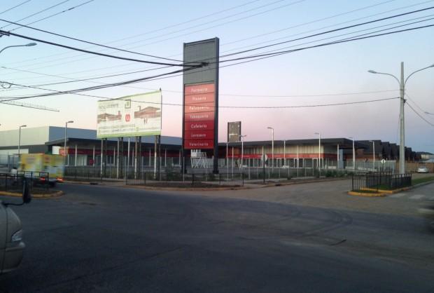 Supermercado Unimark y Centro Comercial Patio Oriente